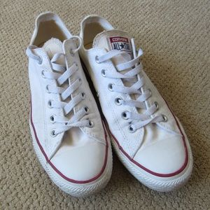 Converse Chuck Taylor low top sneakers sz 9